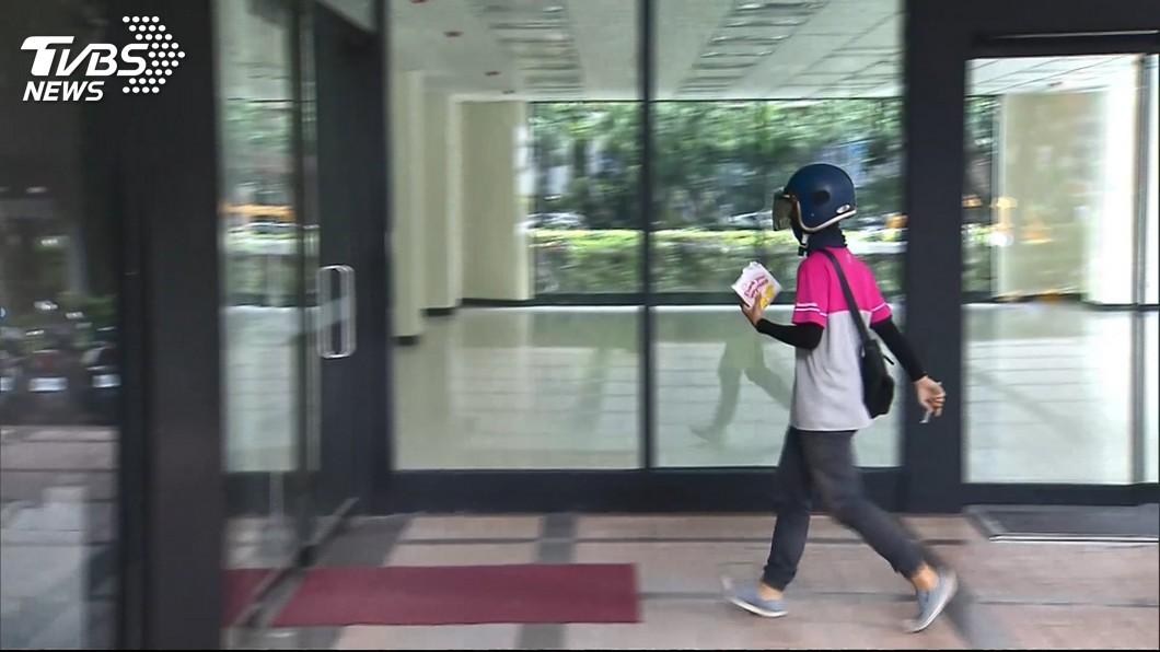 示意圖/TVBS 外送員拿命換薪水 全職最高月薪18萬最低2萬