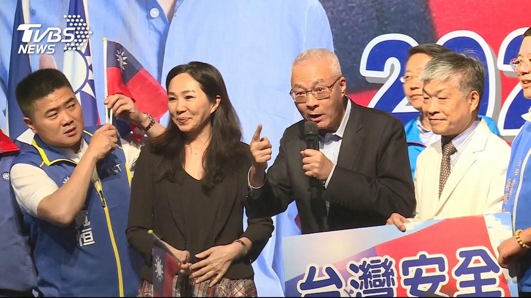 圖/TVBS 台下無交談 吳敦義、李佳芬上台喊「凍蒜」