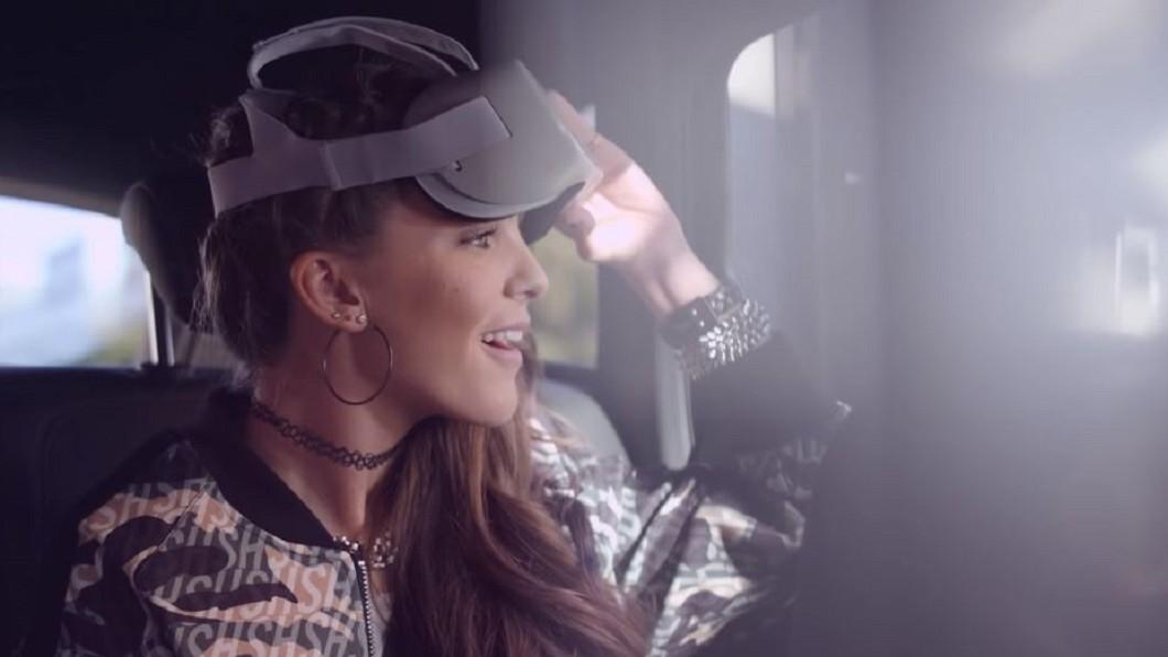 圖/翻攝自holoride YouTube 普通車變遊樂場 環球影城推車內VR體驗