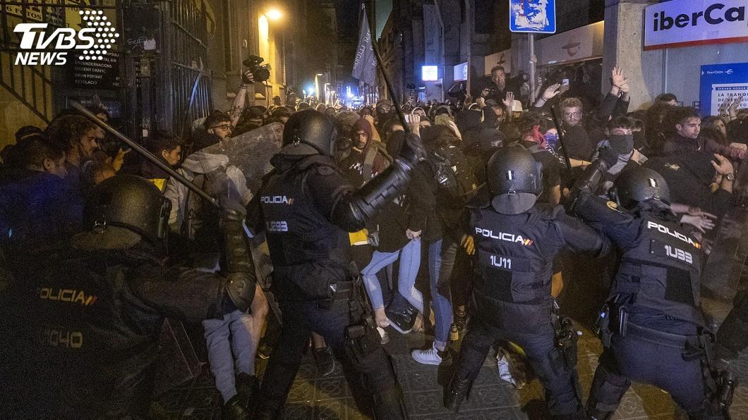 圖/達志影像美聯社 聲援遭判重刑加獨領袖 巴塞隆納抗議爆發警民衝突