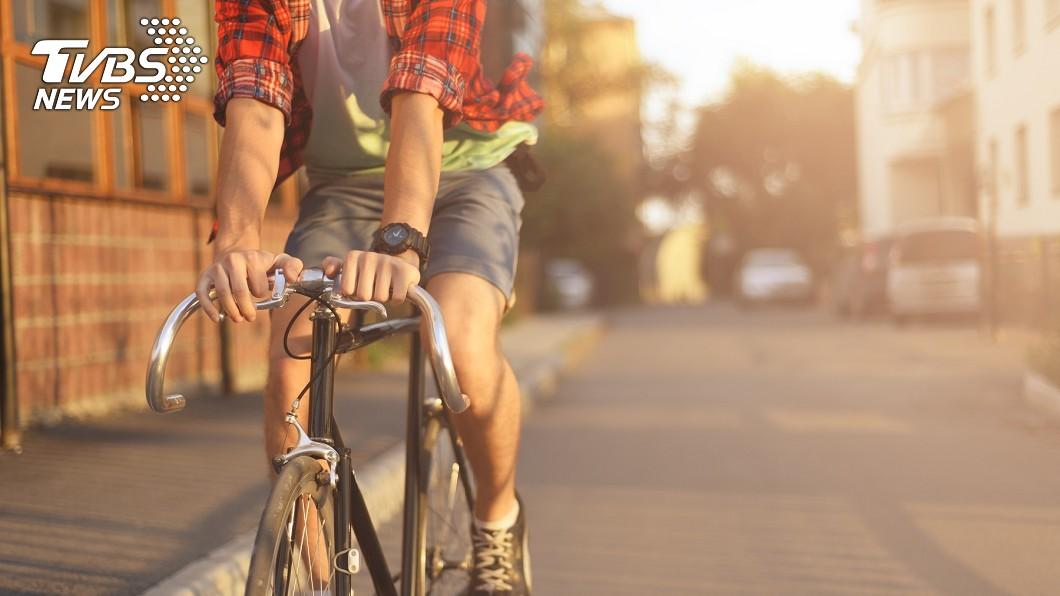 不少人騎車或開車時,多少都會遇到輪胎沒氣,要請車行打氣的經驗。(示意圖/TVBS) 他怨單車打氣被收20元 網曝「開店眉角」:首位客必收