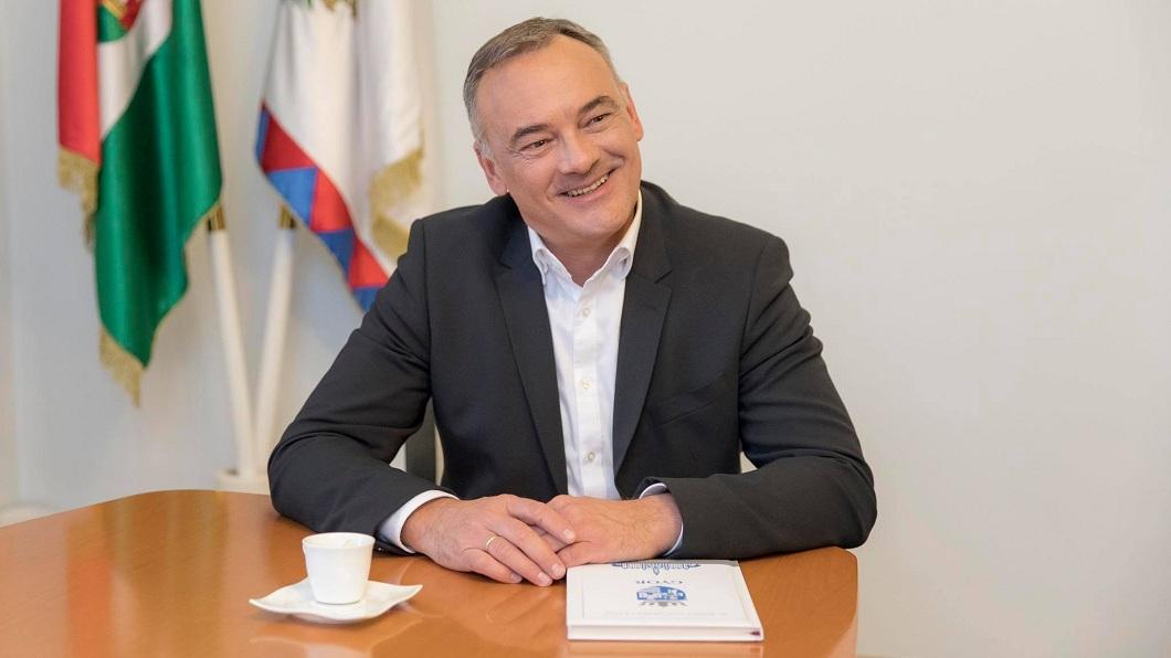 匈牙利傑爾市的現任市長博凱,年輕時曾獲得漢城奧運鞍馬項目的金牌。(圖/翻攝自臉書) 參加性愛趴影片流出…匈牙利市長辯清白 照樣順利連任