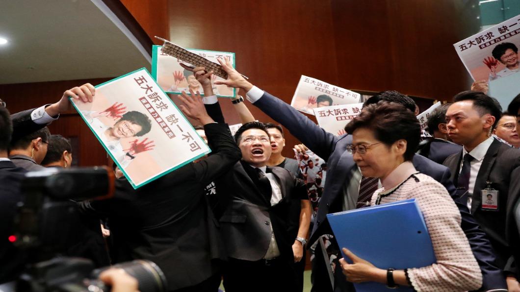 圖/達志影像路透 香港特首施政報告 進立會遭杯葛.改錄影播出