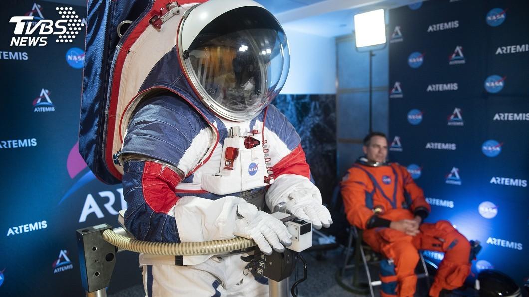 圖/達志影像美聯社 NASA發表新太空服 登月不再兔跳可自由行走