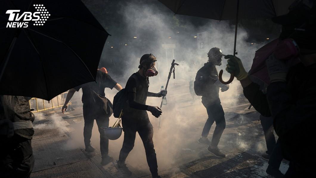 圖/達志影像美聯社 反送中示威未歇 中國禁向香港運送黑衣