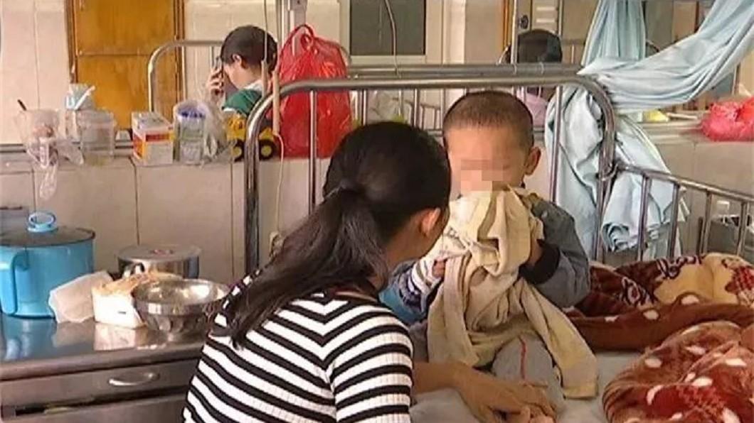 圖/翻攝自搜狐 3歲童屁股流「半桶血」 母救罕病兒願割肝