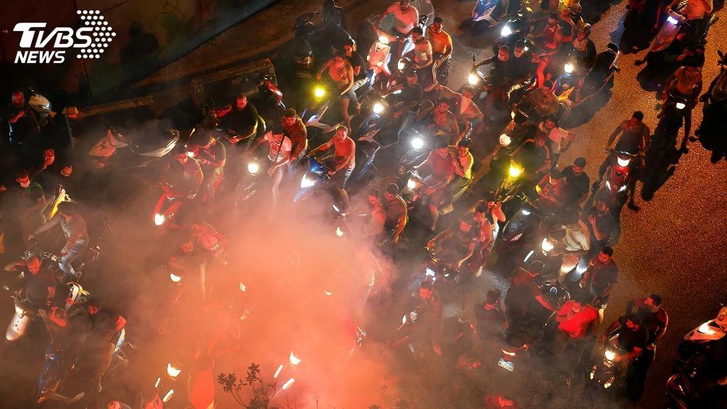 圖/達志影像路透社 黎巴嫩政府擬對通訊軟體徵稅 憤怒民眾上街怒吼