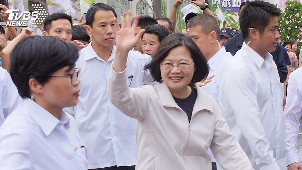 圖/中央社 訪高雄漁會 蔡總統欣慰歐盟解除台灣黃牌