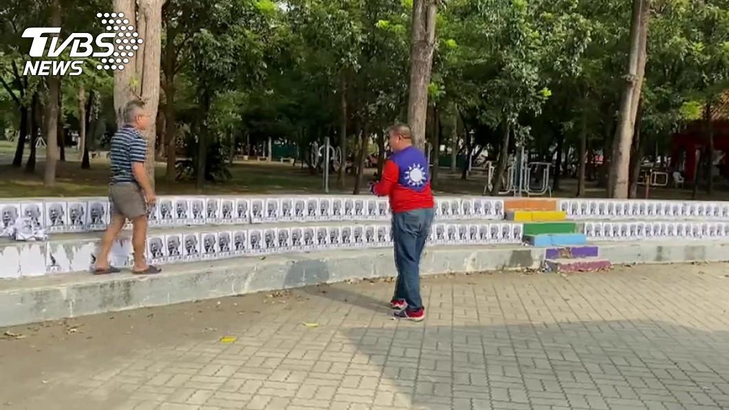 圖/TVBS 韓國瑜台南造勢 會場遭貼「尋人啟事」鬧場