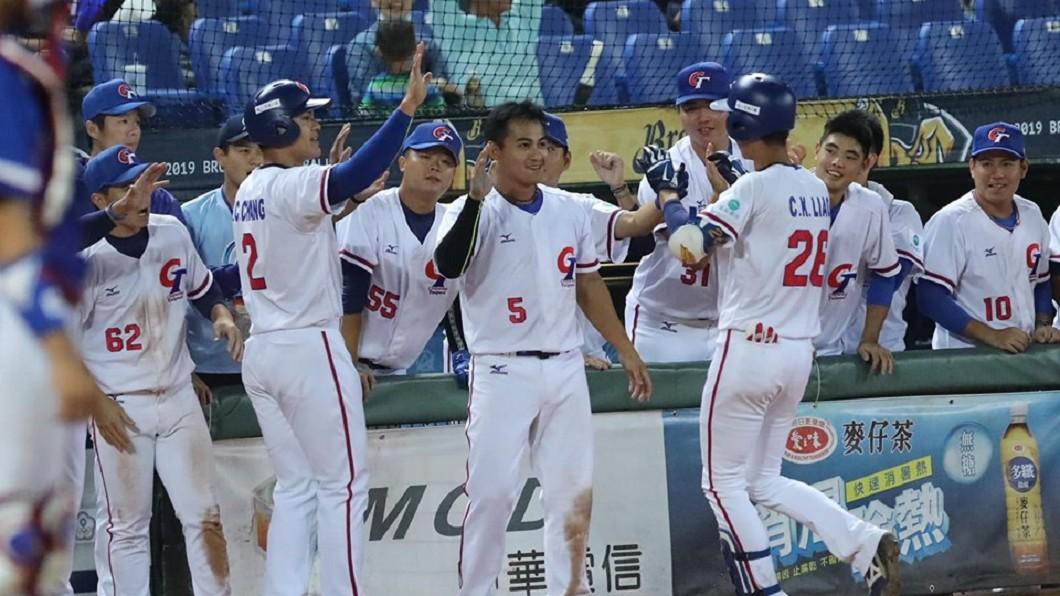 圖/翻攝自中華民國棒球協會粉絲團臉書 快訊/中華隊10:2擊敗大陸 獲奧運門票拚爭冠