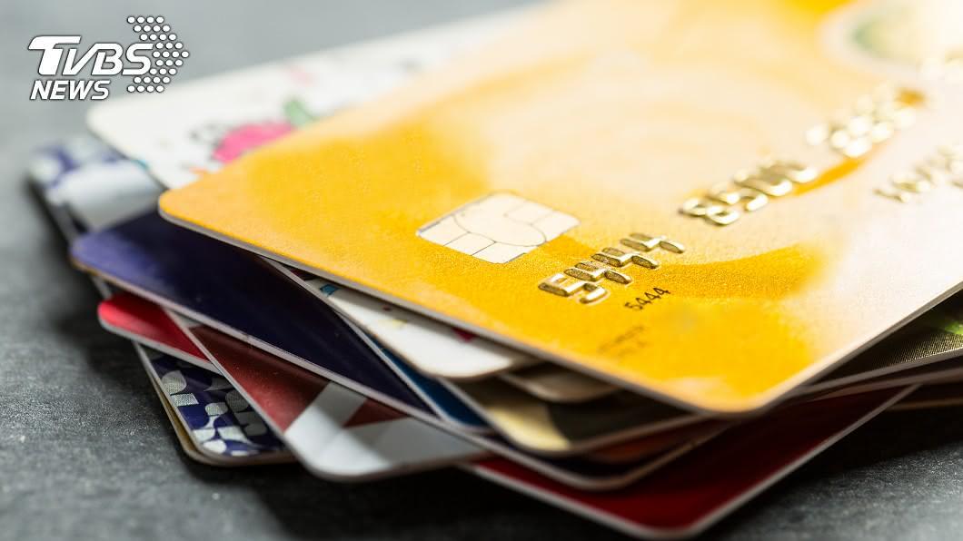 示意圖。與當事件無關,圖/TVBS 掃孫女房驚見「多張提款卡」 嬤一問77萬元全飛了