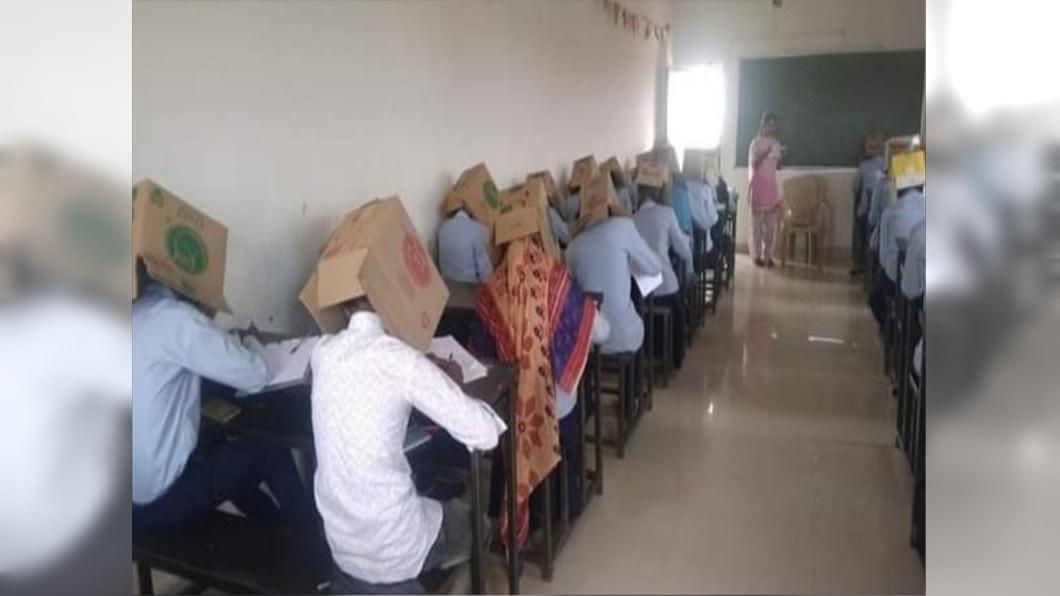 學生戴紙箱考試引起熱議。圖/翻攝自Sain Mushahid Twitter 考場奇景!頭套紙箱防作弊 挨轟荒謬、沒人性