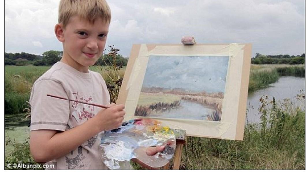 英國男童Kieron Williamson,擁有繪畫天賦,有「小莫內」美譽。圖/翻攝自dailymail網站 8歲買房養全家! 坐擁1.2億「繪畫神童」教育方式曝
