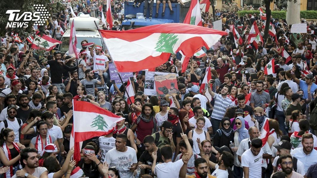 圖/達志影像美聯社 再苦再怒也要嗨翻 抗爭搞成嘉年華黎巴嫩人超會