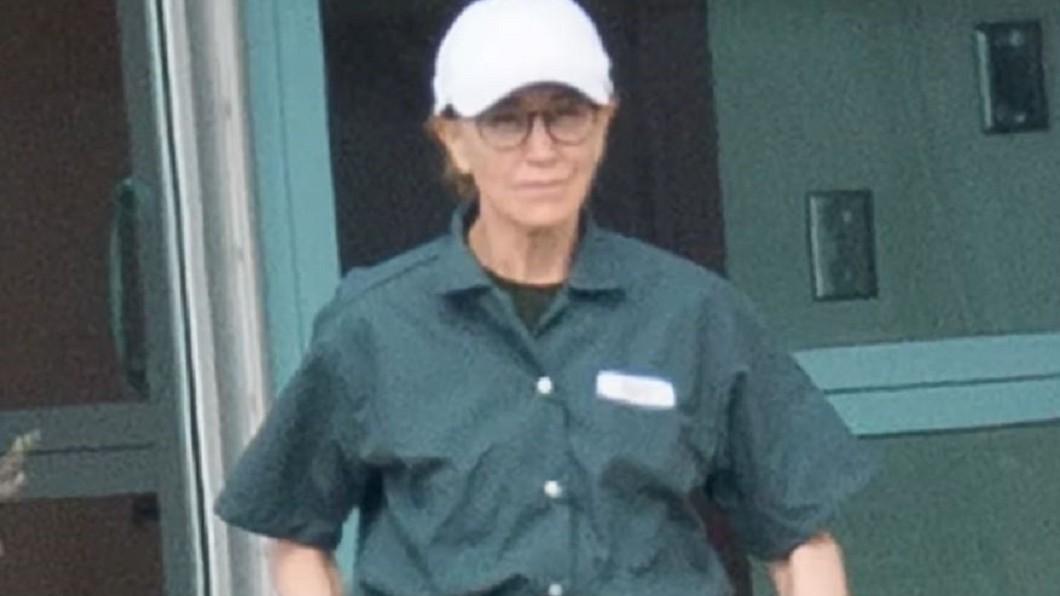 圖/翻攝自CBS New York 穿綠色囚服現身 女星霍夫曼遭爆耍特權