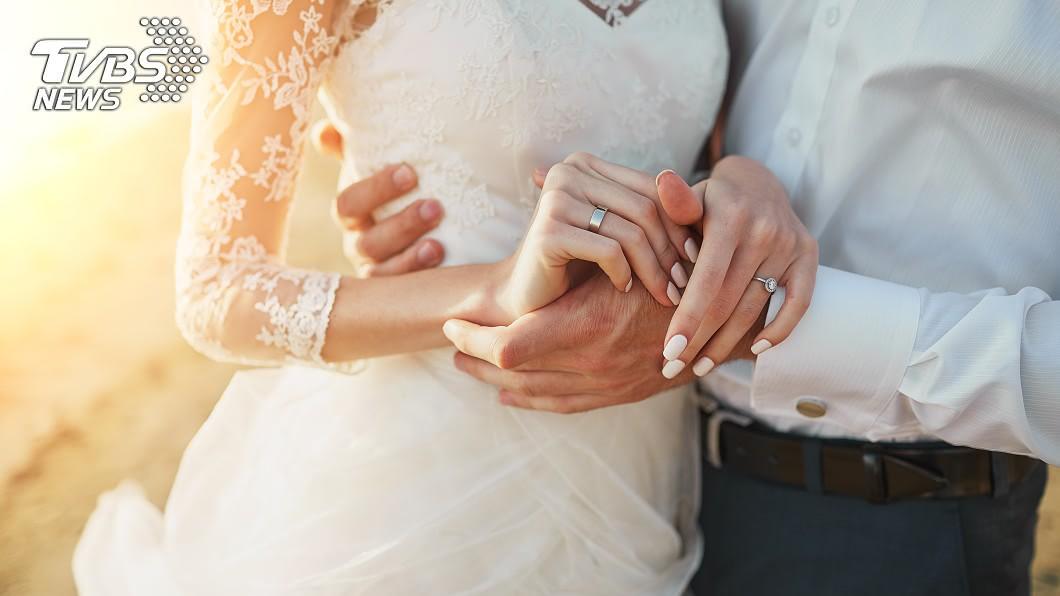 大陸1對情侶相識12年。示意圖/TVBS 登記結婚後病逝!夫「喪禮婚禮一起辦」:她想要穿婚紗