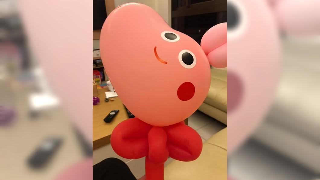 圖/翻攝自爆廢公社二館 身障老闆送氣球!她讓女兒做1舉動 網讚爆:最棒身教