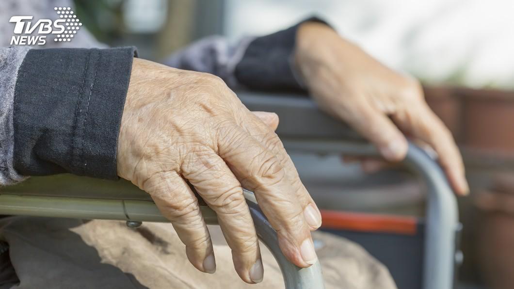 日本琦玉縣前陣子發生1名80歲老婦陳屍家中的社會案件。(示意圖/TVBS) 80歲母陳屍家中發臭 52歲兒:失業沒錢辦葬禮