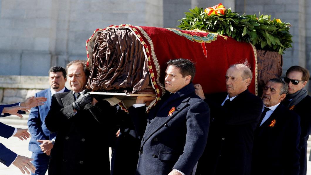 圖/達志影像路透 西班牙轉型正義 獨裁者遷出埋土44年墓園