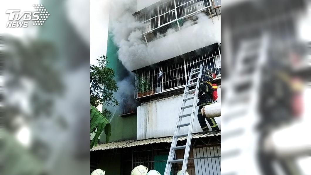 圖/台南市消防局提供 台南民宅火警 89歲老翁不治、媳婦灼傷昏迷送醫