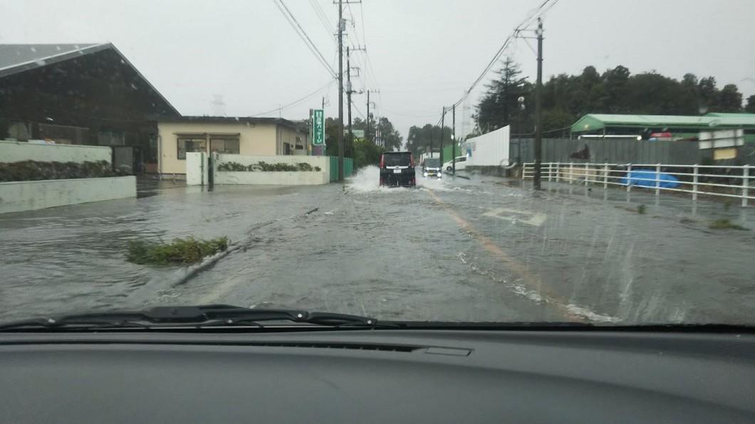 圖/翻攝自あくまてゃ・しゅしゅポーズ推特 半天下完10月整月雨量! 日本千葉淹大水
