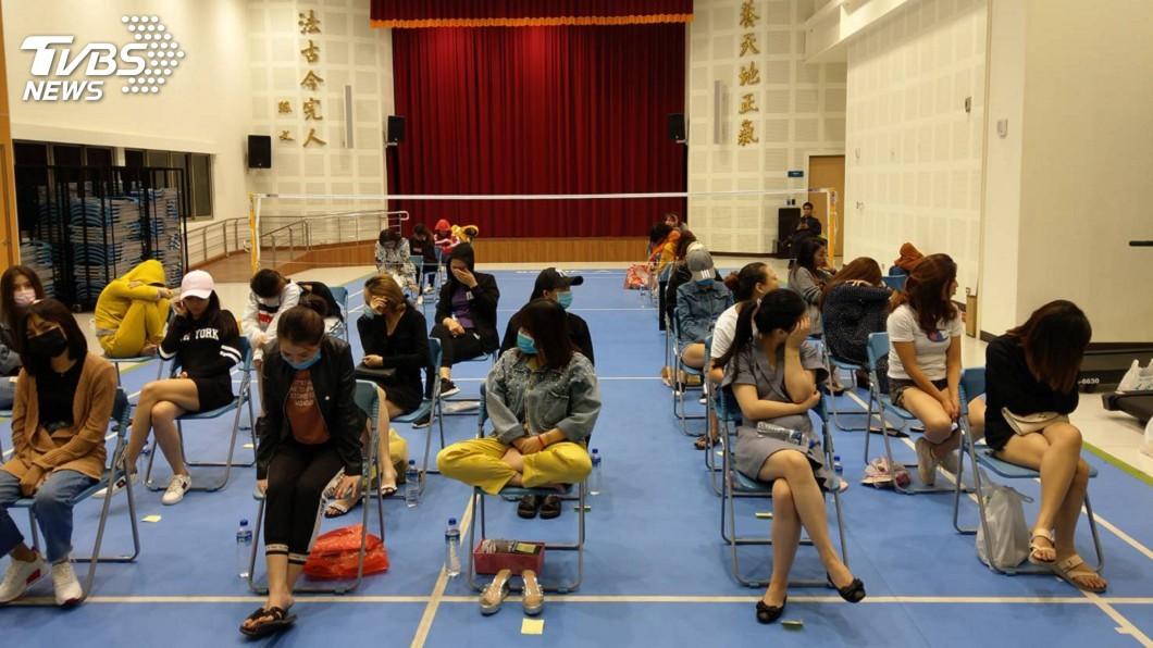 圖/警方提供 萬華區大樓藏外籍賣淫集團 北市警逮42人