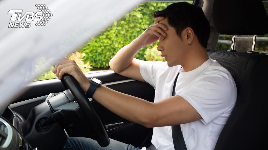 示意圖/TVBS 尿急闖紅燈吃罰單!男喊冤 法官:可在車上解決
