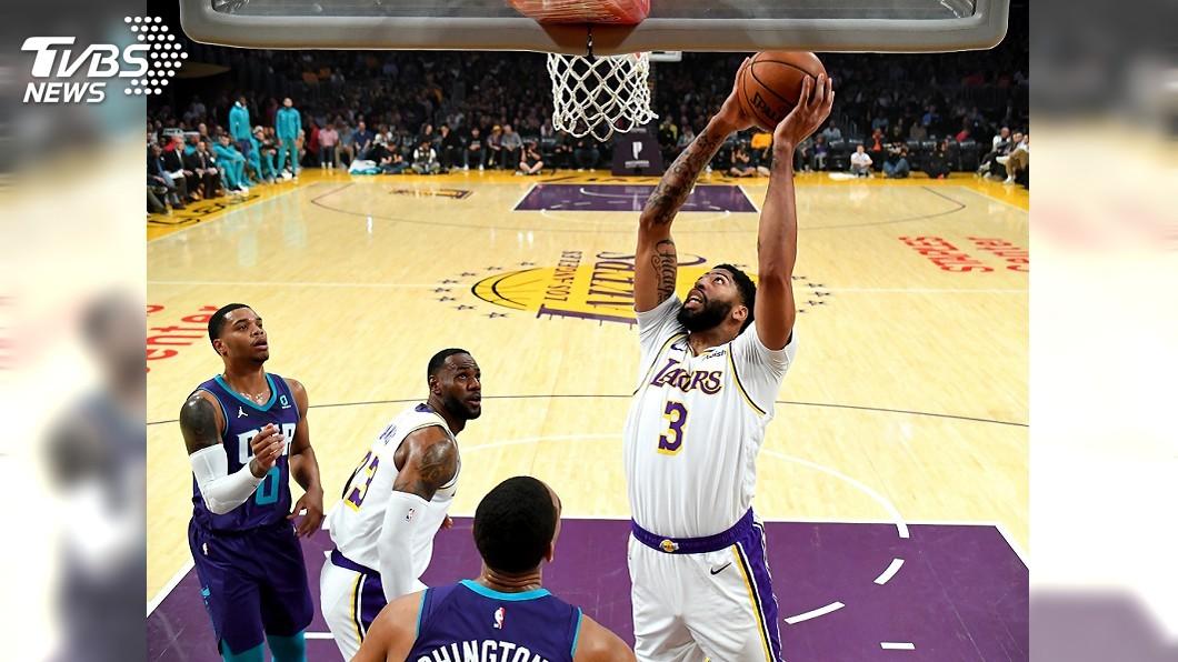 圖/達志影像路透社 「一眉哥」戴維斯半場轟25分 NBA湖人擊退黃蜂