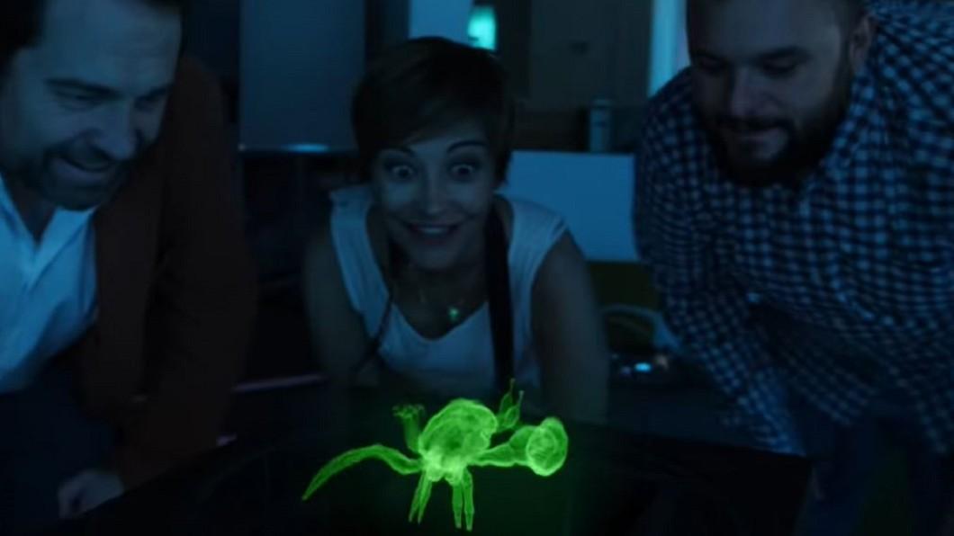 圖/翻攝自CNET YouTube 裸眼觀賞3D全息影像! 《星際大戰》美夢成真