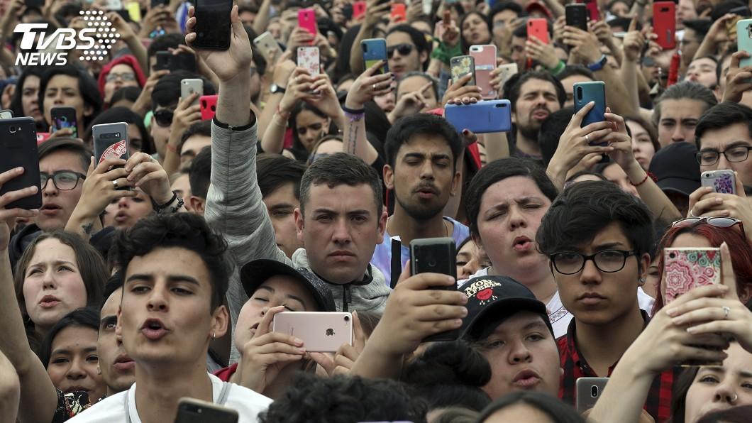 圖/達志影像美聯社 兩樣情!智利黑警打人 總統道歉聯合國調查