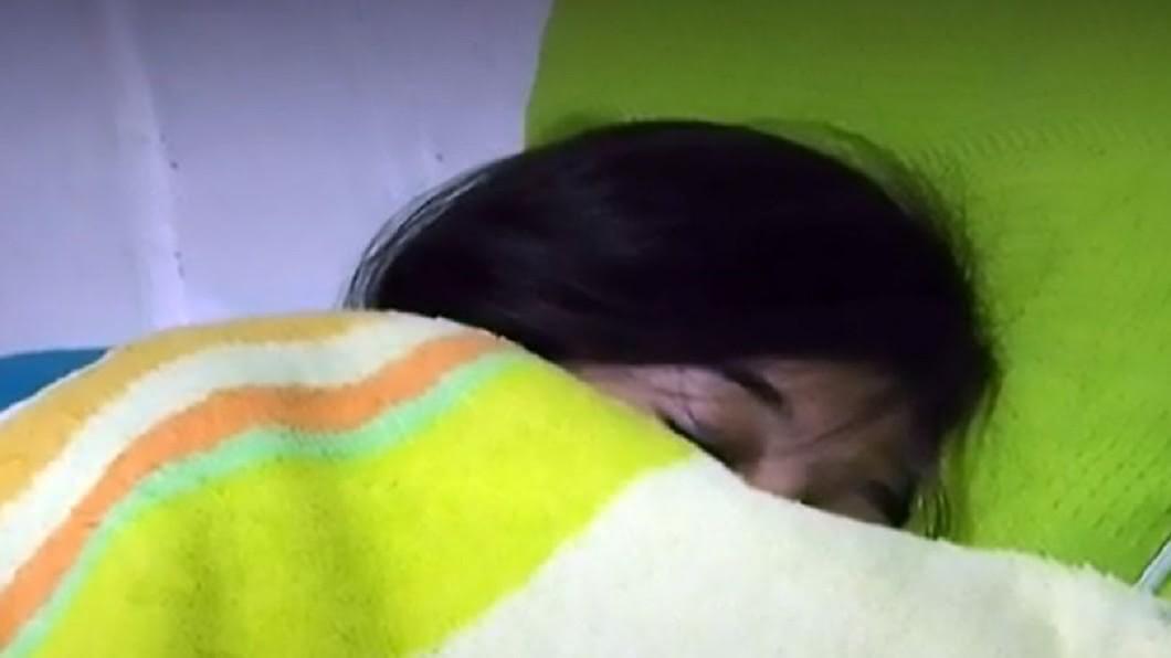 哥倫比亞1名17歲少女托瓦爾(Sharik Tovar)因患有罕見疾病睡美人症。圖/翻攝自mirror網站 17歲少女罹罕病成「現代睡美人」 昏睡48天醒來失憶