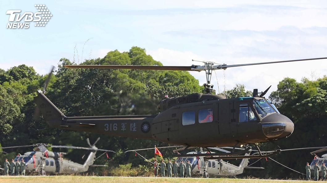 圖/中央社 空中老兵UH-1H榮退 黑鷹薪火相傳正式成軍