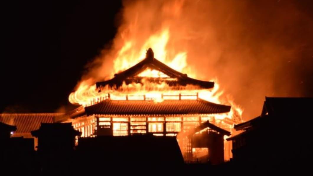 翻攝/池田竜晟推特 沖繩世界遺產「首里城」陷火海 3大殿全燒毀