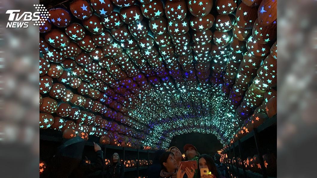 圖/中央社 萬聖節奇景! 7千盞南瓜燈照亮紐約莊園
