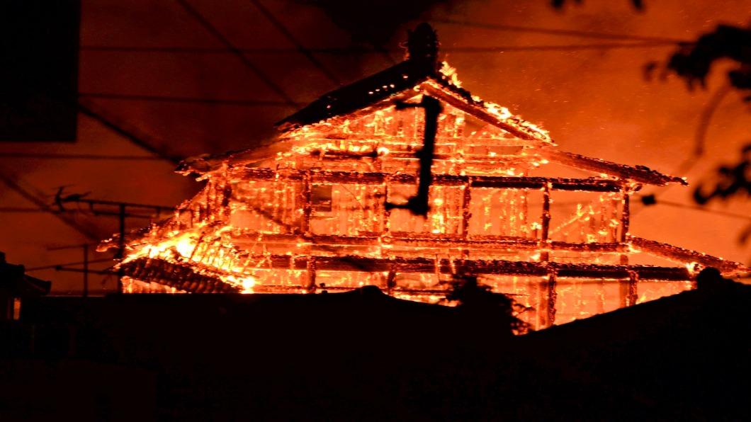 圖/達志影像美聯社 首里城陷火海 沖繩精神象徵燒成灰燼
