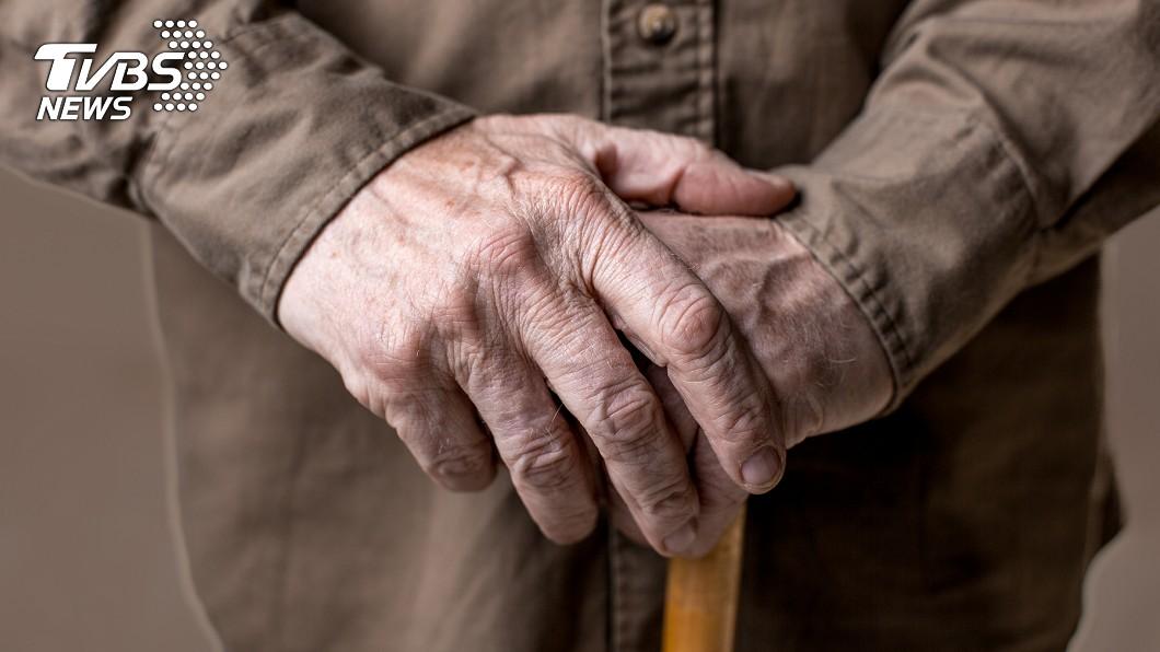 示意圖,非當事人。圖/TVBS 外遇父拋家棄子40年! 包尿布腦中風遭子女放生