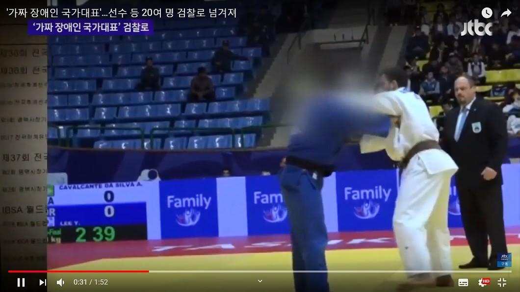 李選手(左)被發現裝瞎參加亞洲殘疾人運動會。 盲人柔道冠軍「視力1.0」 驚爆南韓20名運動員裝殘