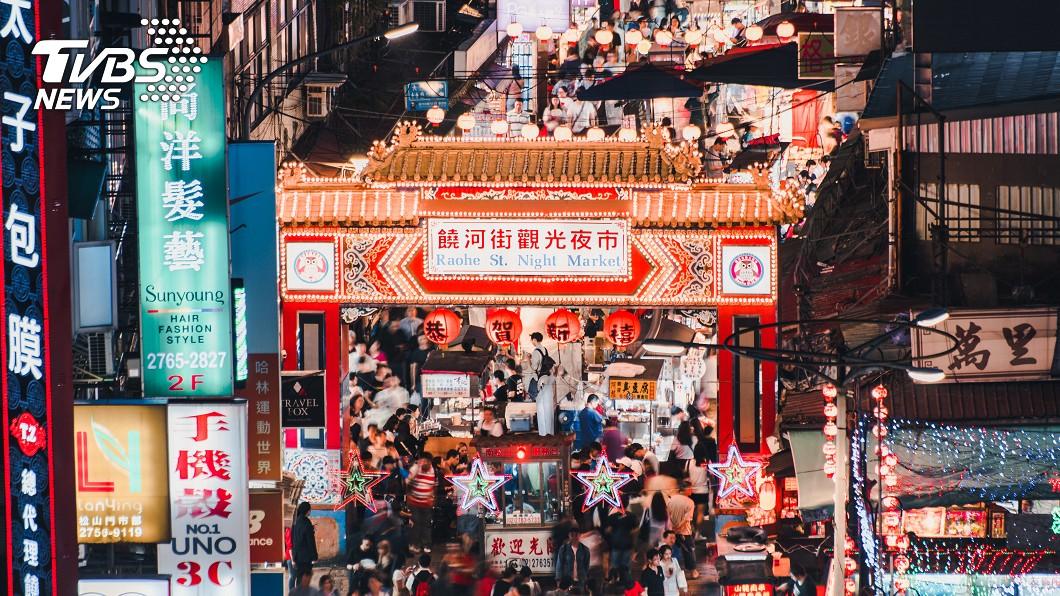 台灣的夜市深受旅客喜愛。示意圖/TVBS 夜市攤位旁餵孩!老闆「1句話」…辣媽秒懂生意冷清原因