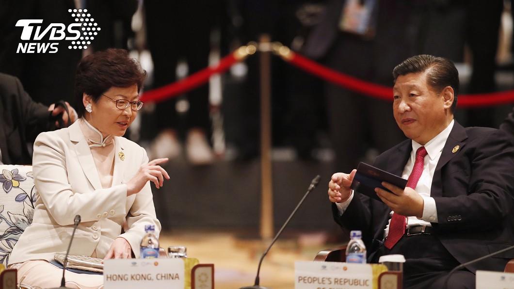 香港特首林鄭月娥(左)與中國大陸國家主席習近平(右)。圖/達志影像美聯社 習近平會見林鄭月娥:中央對妳高度信任
