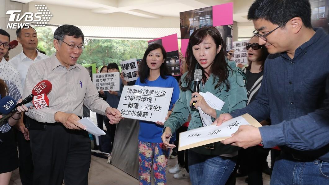 圖/中央社 家長抗議大巨蛋光害 官員指缺信任感遭議員批評