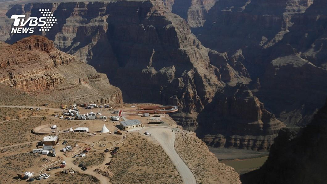 圖/達志影像美聯社 拍照突然腳滑! 21歲女差點墜落大峽谷懸崖