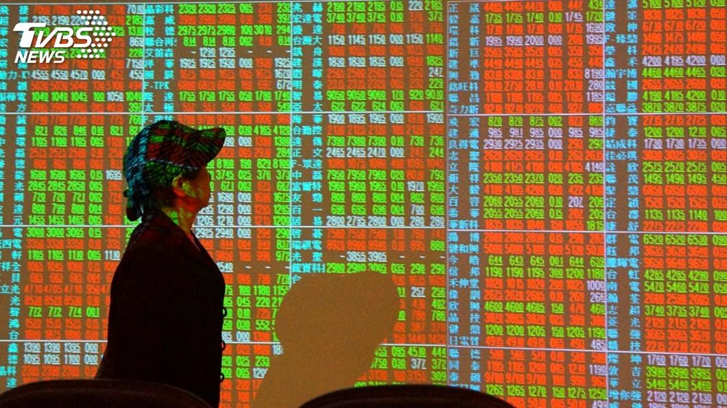 (圖/中央社資料照) 美股衝高、熱錢持續湧入 台股再度挑戰「萬三」