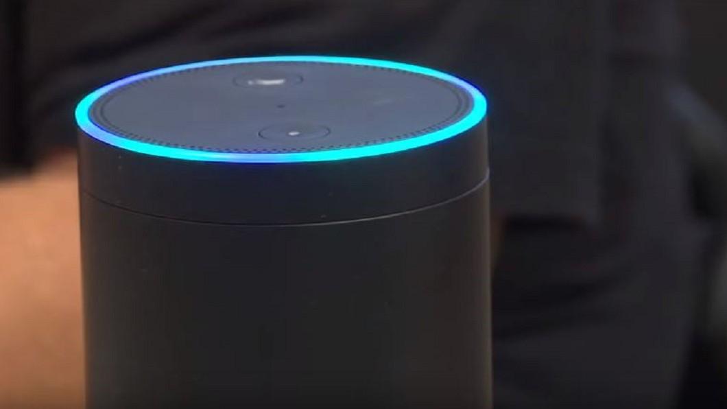 圖/翻攝自  News4JAX YouTube 智慧語音助理易遭駭? 美實驗:雷射筆就可破解