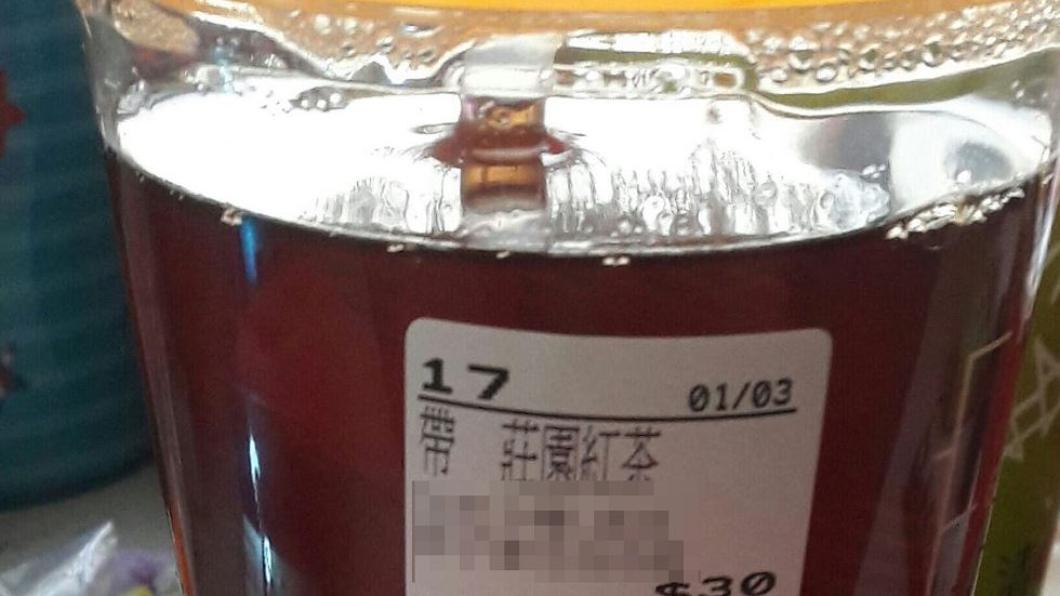 圖/翻攝自臉書社團「爆怨公社」 買飲料被杯身標籤告白 他笑回:下次用說的!買10杯
