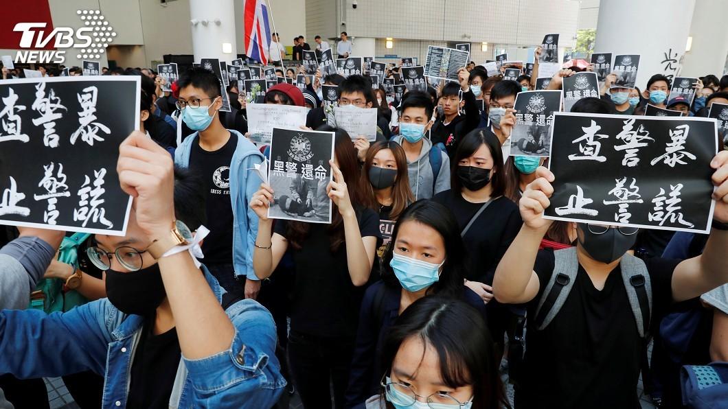 圖/達志影像路透社 港科大生死亡觸發遊行 示威者高喊「還我真相」