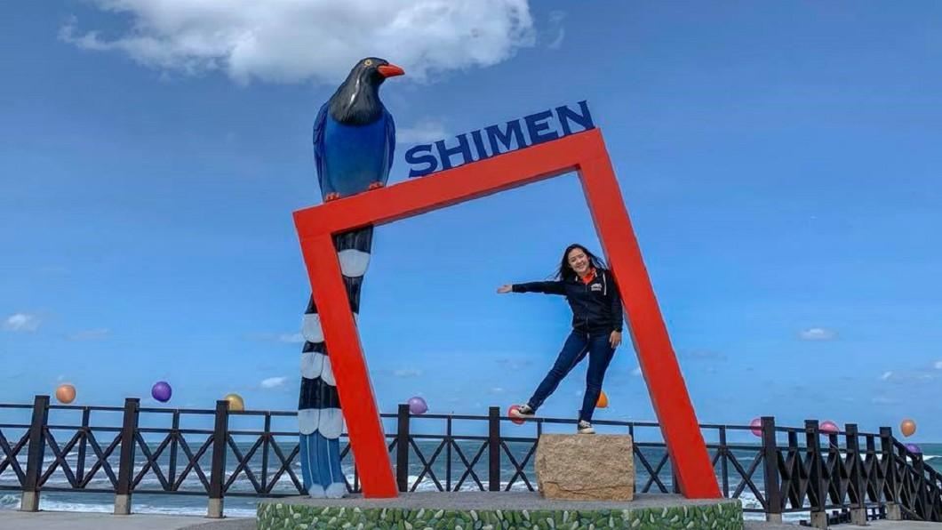 圖/截自新北市石門區公所臉書 無敵海景! 石門台灣藍鵲打卡框成吸睛亮點
