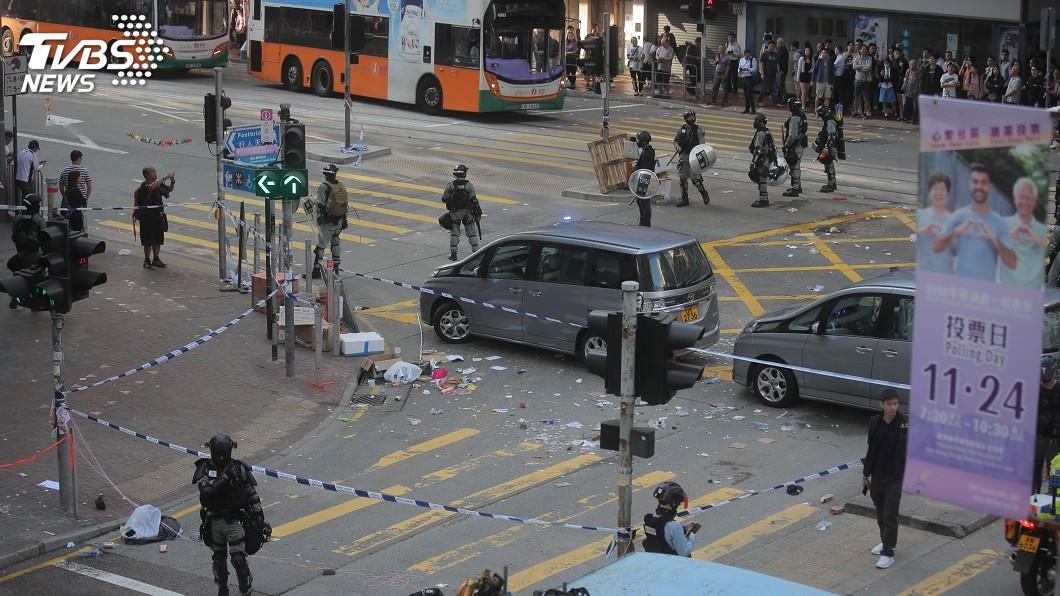 圖/達志影像美聯社 反送中三罷行動 遭警槍擊21歲示威青年危殆