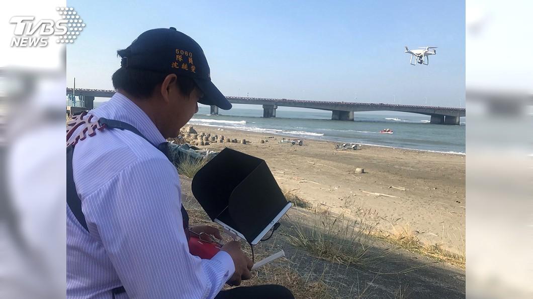 圖/中央社(翻攝照片) 台南四草大橋女子落水 警消出動空拍機助搜尋