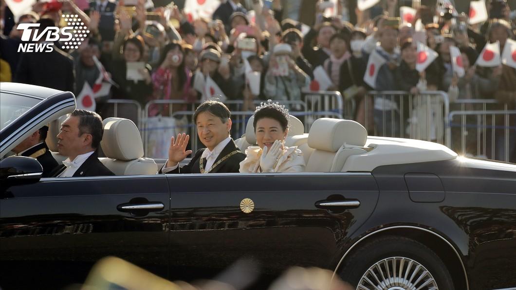 圖/達志影像美聯社 搶看日皇即位遊行 近12萬人熬夜排隊