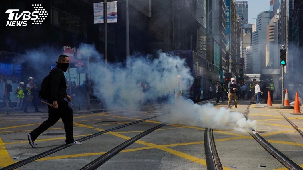 圖/達志影像美聯社 香港街頭校園成戰場 21歲中槍示威者手術切除右腎